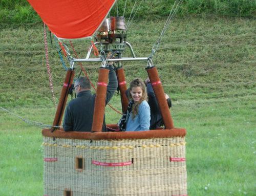 Volez en montgolfière dans une petite nacelle